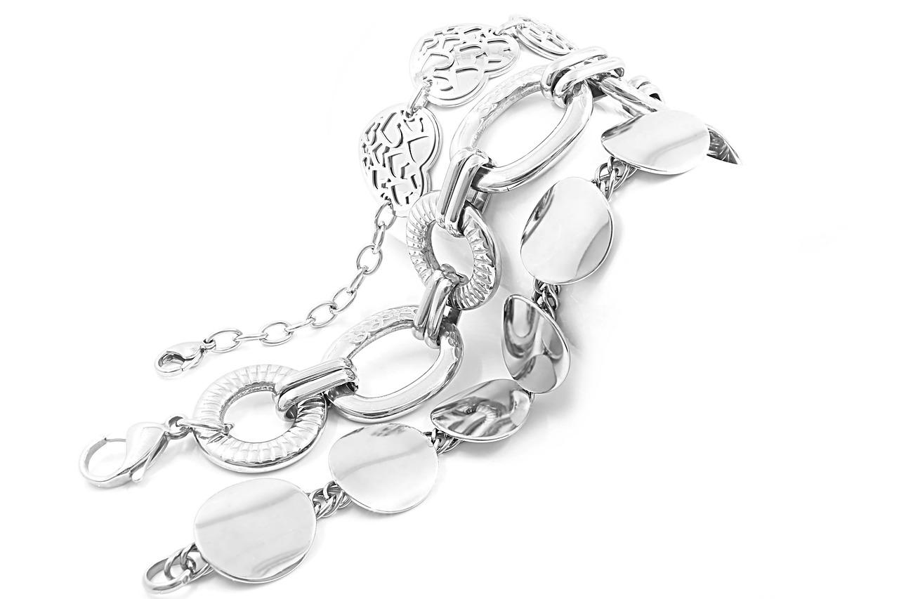 Biżuteria srebrna dla każdej kobiety