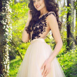 Ekskluzywna sukienka - idealna propozycja dla każdej eleganckiej kobiety